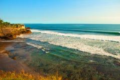 Tempel för Tanah lottvatten i Bali Indonesien naturlandskap Royaltyfria Foton