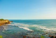 Tempel för Tanah lottvatten i Bali Indonesien naturlandskap Royaltyfri Foto