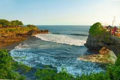 Tempel för Tanah lottvatten i Bali Indonesien naturlandskap Fotografering för Bildbyråer