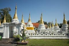 TEMPEL FÖR THAILAND LAMPANG WAT CHEDI SAOLANG Arkivbild