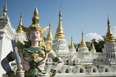 TEMPEL FÖR THAILAND LAMPANG WAT CHEDI SAOLANG Royaltyfria Bilder