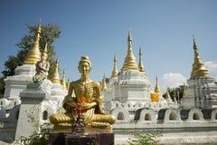 TEMPEL FÖR THAILAND LAMPANG WAT CHEDI SAOLANG Arkivfoton