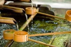 Tempel - fließendes Wasser Stockbild
