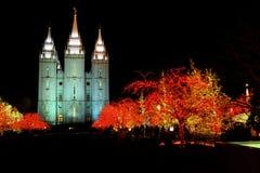Tempel fyrkantiga Salt Lake City Utah med julljus Arkivfoton