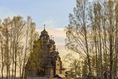 Tempel in het de lentelandschap Stock Afbeelding