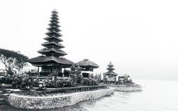 Tempel in het meer royalty-vrije stock fotografie
