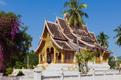 Tempel i det Luang Prabang museet Fotografering för Bildbyråer