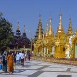 Shwedagon Pagodakomplex - Yangon - Myanmar Arkivbilder