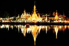 Tempel i natten Fotografering för Bildbyråer