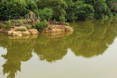 Tempel im Pool Lizenzfreie Stockbilder