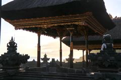 Tempel indou de sort de tanah à la côte de l'île de Bali dans les indones photographie stock libre de droits
