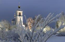 Tempel, Kathedrale, Kreuz, Orthodoxie, Ikonen, Haube, Winter, Schnee lizenzfreie stockfotografie