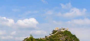 Tempel Khao Takiab Bergkhao Takiab alias des Affeberges oder des Essstäbchenberges, Hua Hin-Bezirk, Prachuap Khiri Stockbild