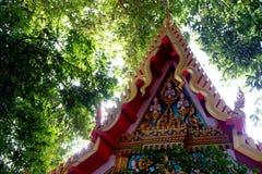 Tempel met aard royalty-vrije stock fotografie