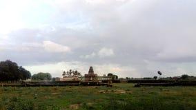Tempel met aardachtergrond Stock Fotografie