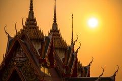 Tempel mit Sonnenuntergang stockbild
