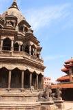 Tempel och skulpturer av lejon, Patan, Kathmandu Valley, Nepal Arkivfoto