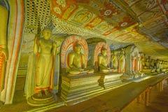 Tempel och statyer för 12 århundrade Dambulla grotta guld- Arkivfoto