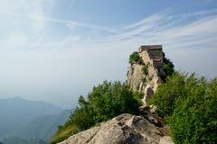 Tempel på överkanten av det höga berget Royaltyfri Bild