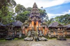Tempel på apan Forest Sanctuarty i Ubud, Bali, Indonesien royaltyfria foton
