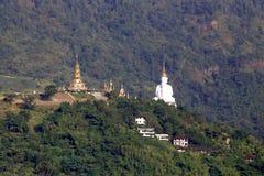 Tempel på berget i Thailand Royaltyfri Foto