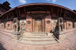 Tempel på den Durbar fyrkanten i Patan Arkivbild