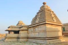 Tempel på den Hemakuta kullen, Hampi, Indien Arkivbilder