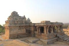 Tempel på den Hemakuta kullen, Hampi, Indien Arkivfoto