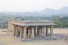 Tempel på den Hemakuta kullen, Hampi, Indien Arkivbild