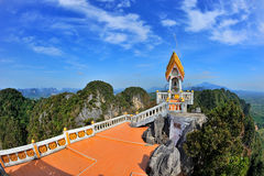 Tempel på en överkant av berget Arkivbild