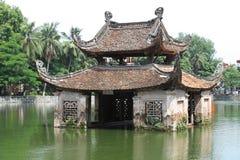 Tempel på en sjö Arkivfoto