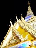Tempel på natten i Thailand Arkivfoto