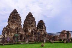 Tempel Phra Prang Sam Yot in Thailand lizenzfreie stockbilder