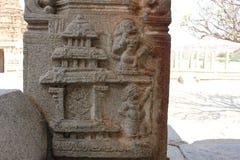 Tempel-Säulenschnitzen Hampi Vittala der hanuman Affe-Gottlandung auf dem Palast von Ravana der Dämonkönig Lizenzfreie Stockfotos