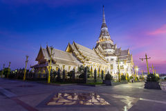 Tempel Sothon Wararam Worawihan in der Dämmerung, Thailand Stockbild
