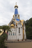Tempel ter ere van het pictogram van Onze Dame van het vrouwelijke klooster van Semistrelnaya drievuldigheid-Georgievsky in dorp  Stock Foto