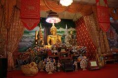 Tempel in Thailand dort ist ein schöner Buddha Antikes Holzschnitzen Wat Thai Samakkhi, Mae Sot District, Tak Province lizenzfreies stockfoto