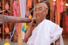 Tempel in Thailand dort ist ein schöner Buddha Antikes Holzschnitzen Wat Thai Samakkhi, Mae Sot District, Tak Province Stockfotos