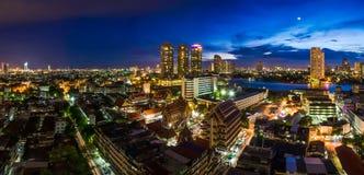 Tempel in Thailand en stad royalty-vrije stock afbeeldingen