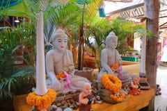 Tempel in Thailand is Er mooie Boedha Antiek houtsnijwerk Wat Thai Samakkhi, Mae Sot District, Tak Province stock afbeelding