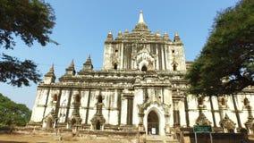 Tempel Thatbyinnyu Phaya in Bagan stock footage