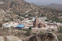 Tempel tussen berg twee stock afbeelding