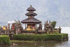 Tempel Ulun Danu Bratan op het meer in Bali, Indonesië Stock Foto