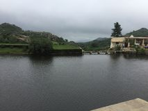 Tempel und Fluss stockfoto