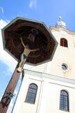 Tempel und Kreuz Stockfoto
