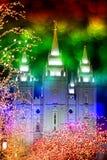 Tempel-und Weihnachtslichter Stockfotografie