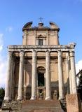 Tempel van Antoninus en Faustina in Rome Stock Foto