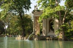 Tempel van Asclepius Tempio di Esculapio bij het Park van Villaborghese Mooie oude vensters in Rome (Italië) stock foto