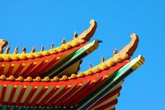 Tempel van China en vele mensen baden de god in de plaats De plaats voor verjaardag in Chinese nieuwe jarendag Stock Afbeeldingen