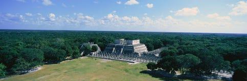 Tempel van de Strijders in chichen-Itza in het Schiereiland van Yucatan, Mexico stock foto